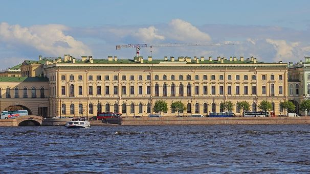 Большой Эрмитаж на Дворцовой площади в Санкт-Петербурге