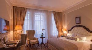 """Номер премиум-класса в отеле """"Эрмитаж"""" в Санкт-Петербурге"""